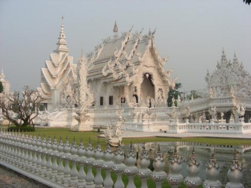 Witte tempel in Thailand � Simonne Troosters